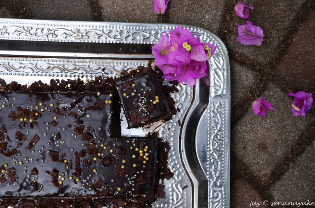 Chocolate-cake-with-bougainvillea-flowers
