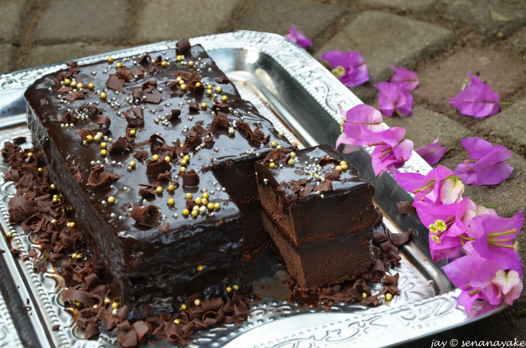 Chocolate-cake-with-fudge-frosting-bougainvilleas-on-the-side1