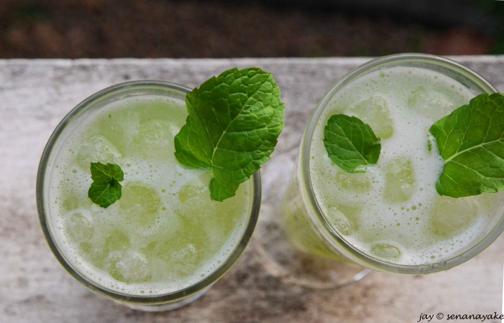 Two-glasses-of-cucumber-and-mint-cooler